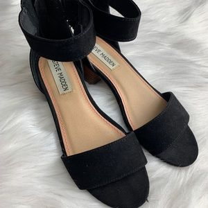 Girls open toe sandals Steve Madden💕